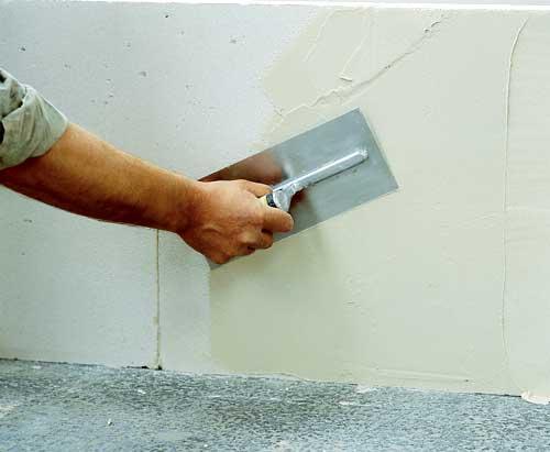 Выравниваются стены перед покраской