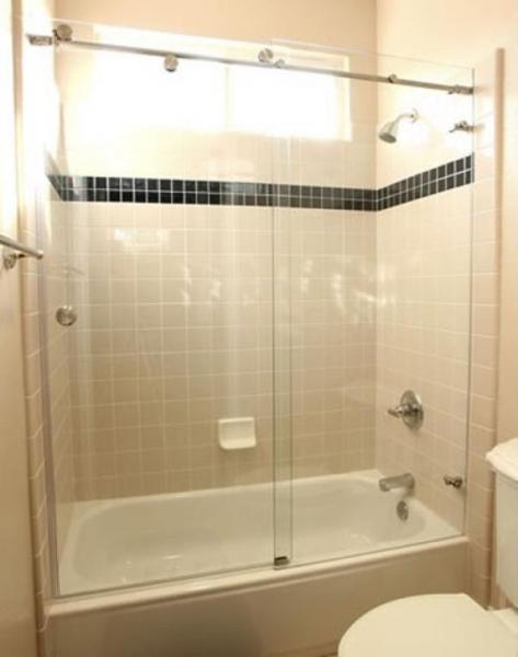Перегородка с раздвижными дверями для ванной