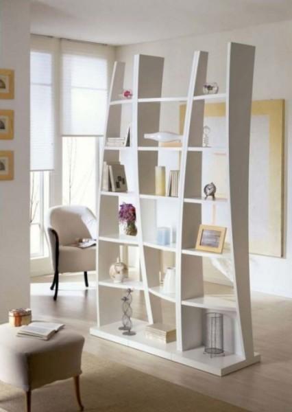 Декоративная перегородка с полочками и нишами под книги