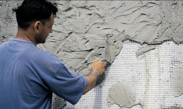 Фасадная штукатурка создает защитную пленку, защищающую здание от влаги, грязи и перепада температур