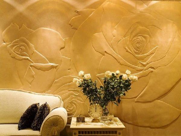 Декоративная эластичная штукатурка позволяет создавать необычные рельефы на стене