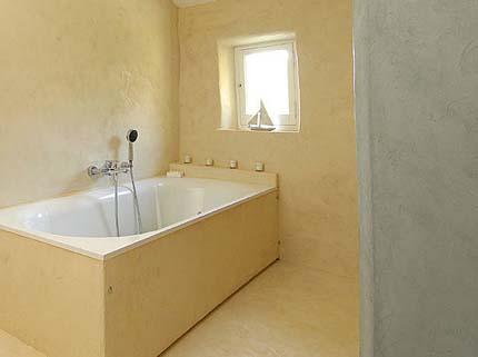 Влагостойкая штукатурка в ванной комнате
