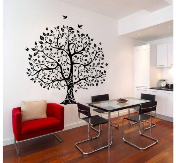 Трафаретный рисунок аккуратно вписывается в интерьер любой комнаты в квартире
