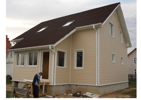 Виниловый сайдинг пвх в настоящее время является одним из самых популярных материалов для обшивки фасада дома