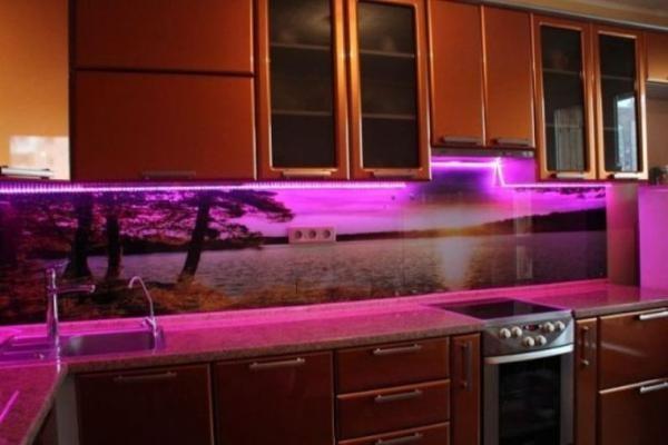 Подсветка стеклянного фартука
