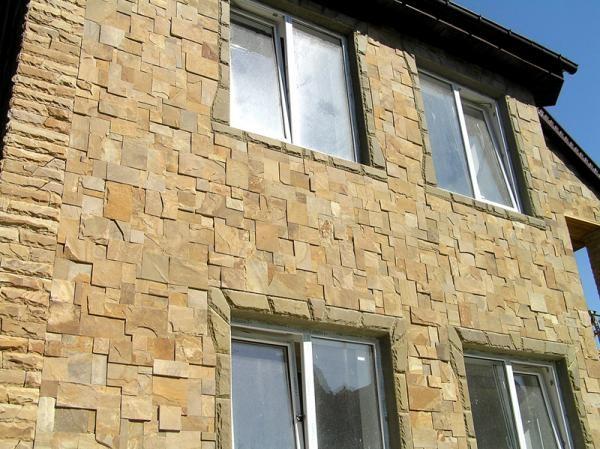 Каменный фасад из песчаника