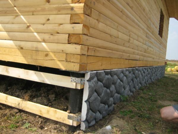 Панели крепятся на деревянную обрешетку