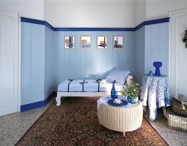 Отделка стен ПВХ панелями в спальной комнате