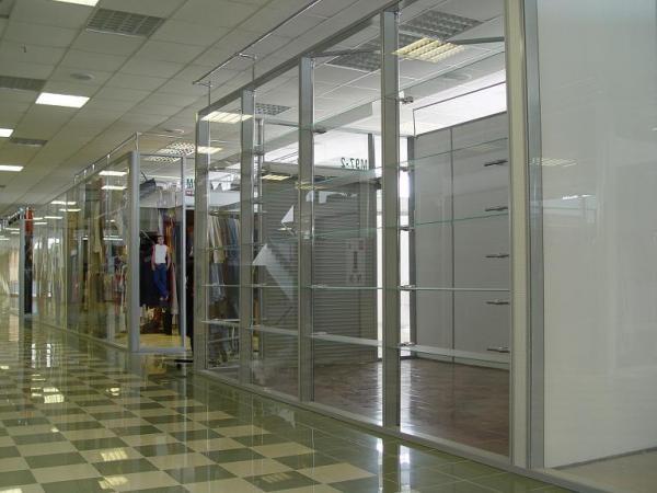 Рамная(каркасная) стеклянная перегородка