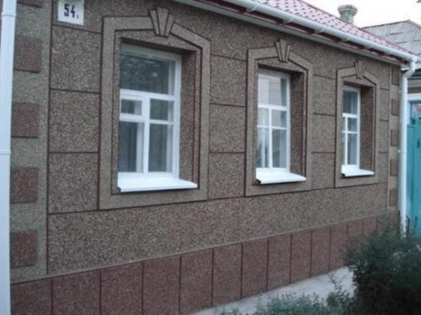 Мраморная крошка в фасаде здания
