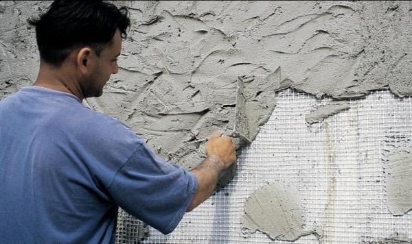 Цементная штукатурка не ляжет на деревянную, окрашенную и пластиковую поверхность