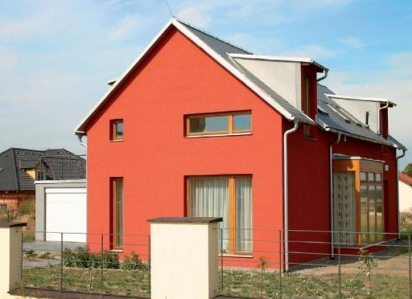 Дом покрашен фасадной акриловой краской