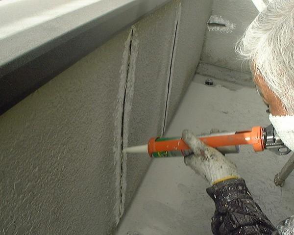чем заделать трещины на стене панельного дома данном