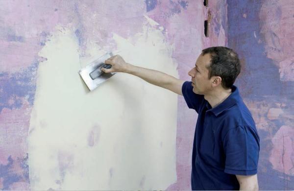 Шпаклевание необходимо для придания стенами ровности и гладкости, а также улучшении адгезии с наносимым материалом