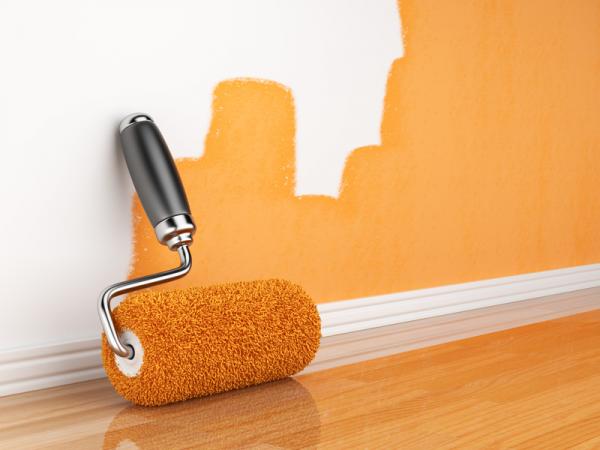 При покраске водоэмульсионной краской нужно использовать валик из натурального меха