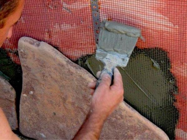 Укладка натурального камня на специальный клей