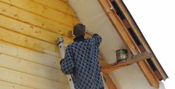 Покраску деревянных домов лучше делать силиконовой краской