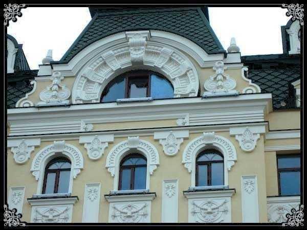 С помощью пенопласта фасад дома можно украсить самым необычным образом