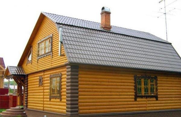 Дом, обшитый блок-хаусом