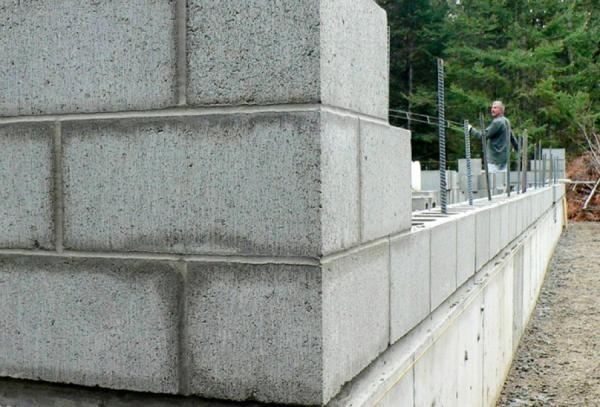 Строительство стены из газобетонных блоков