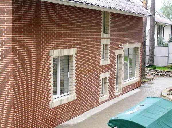 Фасад дома, отделанный клинкерной плиткой