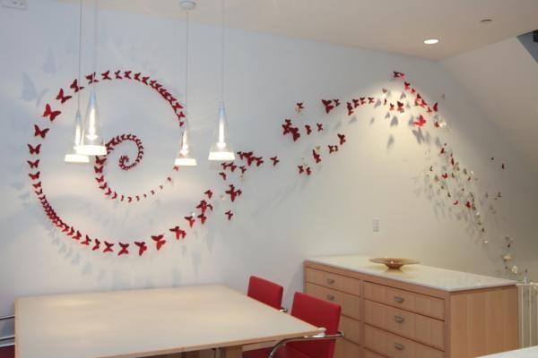 Изображение бабочек на стене