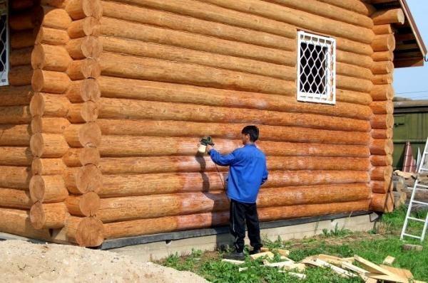 Перед монтажом стены обрабатываются антисептиком - он защитит от появления грибка