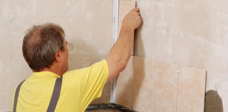 как класть керамическую плитку на стену
