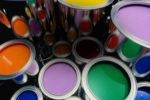 Как выбрать подходящую краску для стен в квартире?