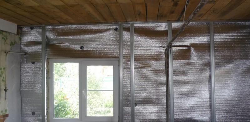 монтаж фольгированного утеплителя для стен