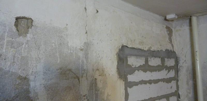 Из дыры в стене видео — photo 9