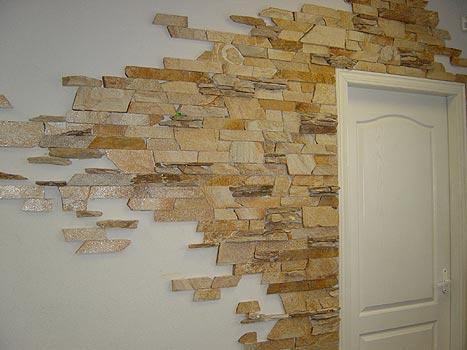 Декоративная отделка стен старым глянцевым кирпичем